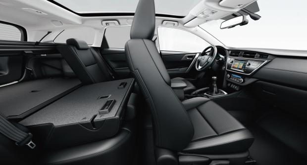 offerta noleggio auto a lungo termine Toyota Auris Touring Sports 5